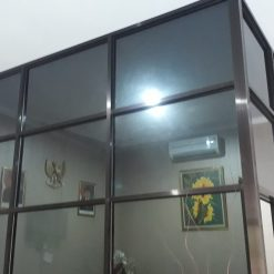 Partisi aluminium brown