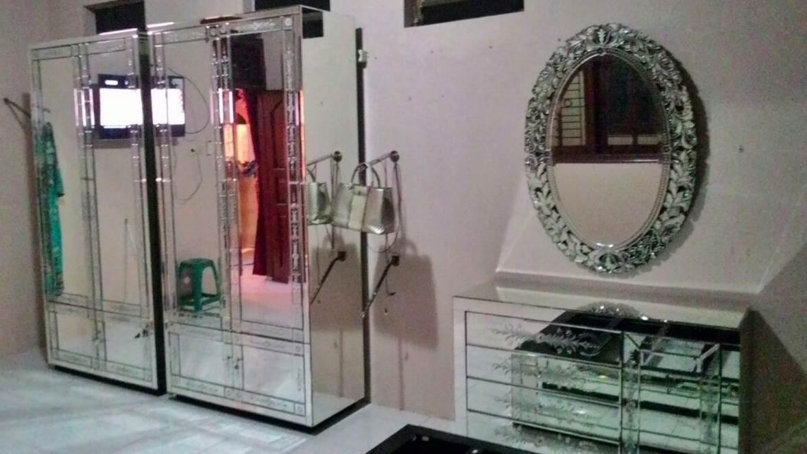 mirrored furniture
